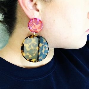 CLOSET REHAB Jewelry - Circle Drop Earrings in Tortoise with Pink Stud
